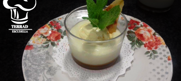 Receta de mousse de peras con caramelo salado