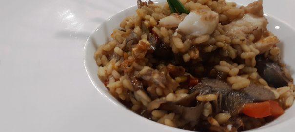 Receta de paella de alcachofas y bacalao