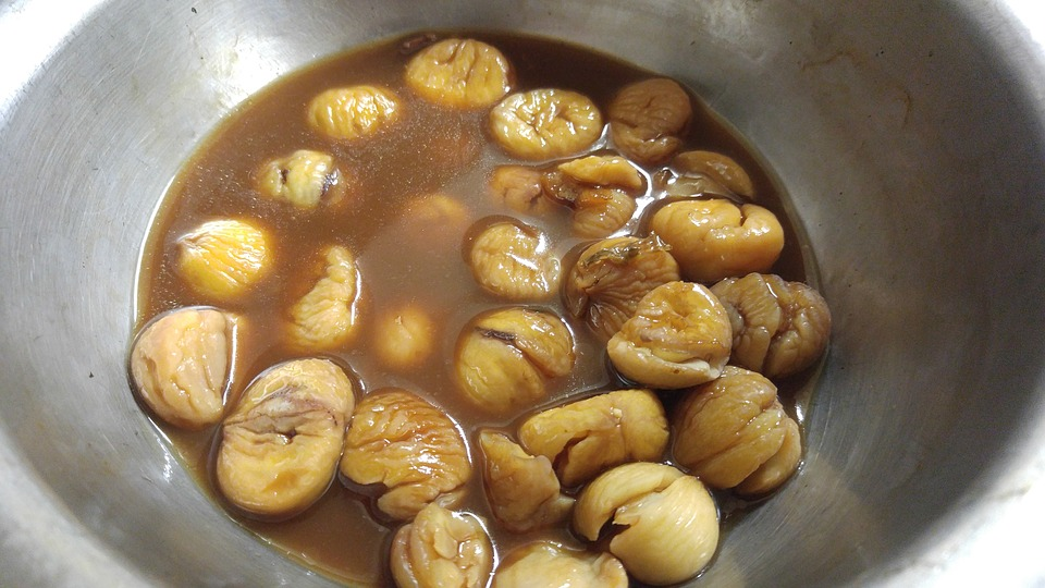 castañas antes de cocinar
