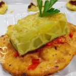 Pan con tortilla, chorizo y pimiento