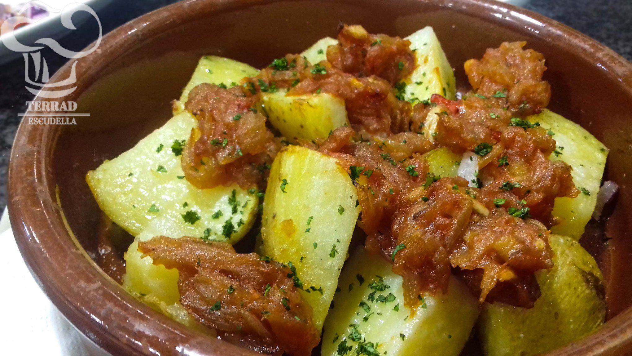Patatas con salsa ranchera
