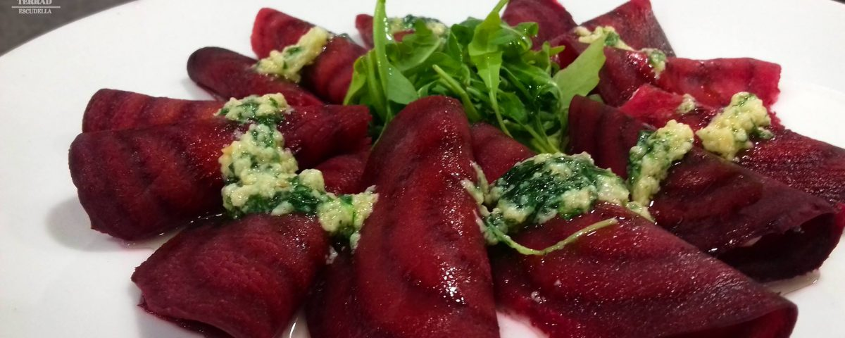 Receta de raviolis de remolacha con pesto