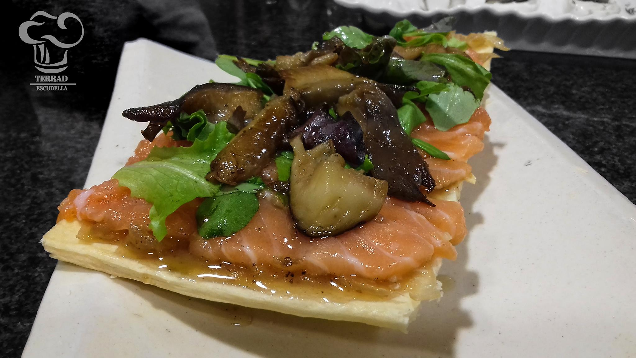 Receta de coca de salmón y cebolla