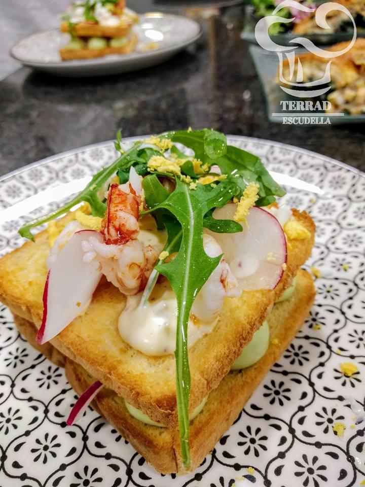 Sandwich de salmón y gambas